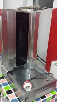 Macchina #kebab #Doner #Grill Riscaldatore 4 radianti con coltello professionale prezzo trattabile € 900 — Tortona Macchina kebab Doner Grill Riscaldatore 4 radianti con coltello professionale prezzo trattabile corpo in acciaio, altezza 1.065 millimetri Larghezza 550 mm,profondità 715 mm,Peso 40 kg,Tensione 400V / 50Hz, Capacità 40-60 kg,Potenza 7,20 kW. contatto diretto tel/ whatsapp 3473548169 o romina 3492698898 ilpiazzista.buy.seller@gmail.com