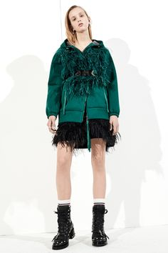 21 Pre-Fall 2017 Fashion Show Collection: See the complete No. Look 17 Pink Fashion, Fashion Week, Fashion 2017, Fashion Art, Autumn Fashion, Phresh Out The Runway, Dior, Vogue Russia, Fashion Show Collection