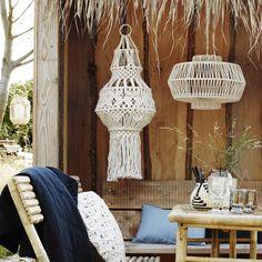 lustre-madam-stoltz-macrame-1 Macrame Wall Hanging Patterns, Craft Quotes, Deck Decorating, Diy Chandelier, Macrame Tutorial, Light Shades, Hanging Chair, Throw Pillows, Decks