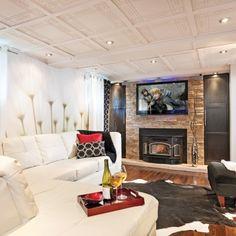 Un plafond à motif au sous-sol - Salon - Inspirations - Décoration et rénovation - Pratico Pratiques - Sous-sol
