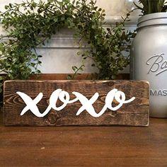 25 Easy DIY Farmhouse Concepts for Valentine's Day – Home Decoration Valentine Tree, Valentine Day Love, Valentine Crafts, Rustic Window Frame, Crafts To Make, Diy Crafts, Fall Crafts, Saint Valentin Diy, Valentines Bricolage