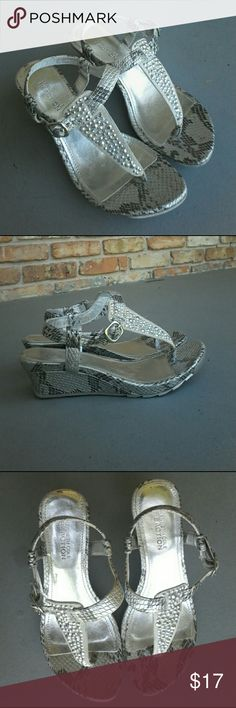 Kenneth Cole Reaction faux snakeskin leath sandals Traffic condition in gently used Kenneth Cole Reaction sandals with a 2-inch heel leather upper metal studs size 6 medium brand or style is called sun-baked Kenneth Cole Reaction Shoes Sandals