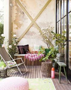 65+ Awesome Small Apartment Balcony Decor Ideas That You Must Try #awesome  #décoration
