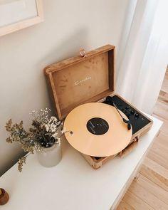Urban Outfitters - vintage home decor ideas – retro record player decor – home design inspiration - Beige Aesthetic, Aesthetic Rooms, Retro Aesthetic, My New Room, My Room, Home Design, Interior Design, Design Design, 1970s Interior