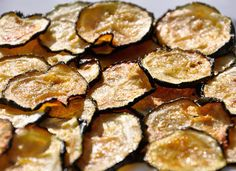 Garlic and Chilli Baked Zucchini Chips Recipe Appetizers with zucchini, olive oil, garlic salt, chili powder Appetizer Recipes, Snack Recipes, Appetizers, Snacks, Vegan Vegetarian, Vegetarian Recipes, Paleo, Zucchini Chips Recipe, Garlic Salt