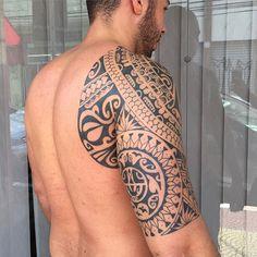Finalizado em 7 sessões. Tatuado por Gustavo Teixeira. Para orçamentos e duvidas mande mensagem ou email para gustavo@tatuagem.com.br #maoritattoo #maori #polynesian #tattoomaori #polynesiantattoos #polynesiantattoo #polynesia #tattoo #tatuagem #tattoos #blackart #blackwork #polynesiantattoos #marquesantattoo #tribal #guteixeiratattoo #goodlucktattoo