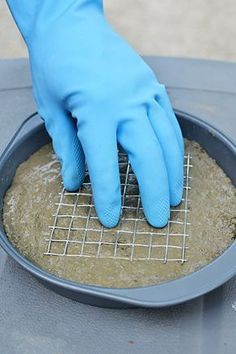 How to Make Stepping Stones – with a Cake Pan/don't forget the rebar/chicken wire - I don't care for the mosaic glass, though. New garden art concrete stepping stones 36 Ideas DIY Stepping Stones - but shells, deco rocks/glass etc on bottom for the cust Concrete Stepping Stones, Garden Stepping Stones, Homemade Stepping Stones, Stepping Stone Crafts, Decorative Stepping Stones, Stepping Stone Molds, Concrete Leaves, Concrete Crafts, Concrete Projects
