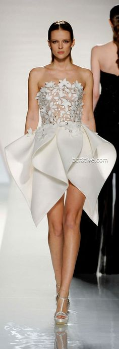 This reminds me of the Hallmark Signature Dress, that the dude made on Project Runway last week