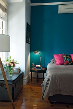 14 Trendy Bedroom Design and Decor Ideas for Your Next Makeover - The Trending House Light Teal Bedrooms, Teal Bedroom Walls, Bedroom Paint Colors, Bedroom Decor, Bedroom Ideas, Dark Teal Bedroom, Peacock Blue Bedroom, Wall Decor, Blue Accent Walls