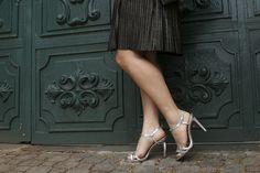 vestido-plissado-dourado-sandalia-prata-maxi-colar-drops-das-dez-laina-laine-8