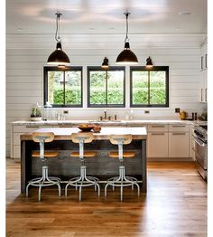 Crushing hard on this beautiful kitchen that belongs to @schoolhouse owners! Love their take on a modern farmhouse kitchen! via @gasthousemichigan