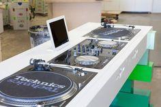 Nice design by Evoni. Dj Setup, Studio Setup, Home Studio Music, House Music, Dj Equipment For Sale, Dj Dj Dj, Dj Table, Dj Decks, Techno House