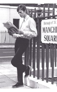 David Bowie reads