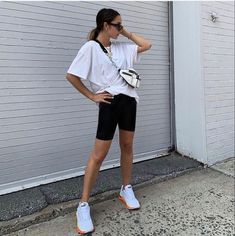 biker shorts outfit Black Shorts Outfit Summer, White Tshirt Outfit, Black Biker Shorts, Hoodie Outfit, Short Outfits, Cute Outfits, Europe Outfits, Fashion Outfits, Biker Outfits