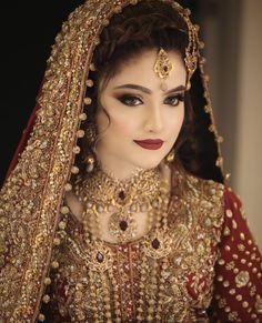 bridal jewelry for the radiant bride Pakistani Bridal Makeup, Pakistani Wedding Outfits, Indian Bridal Outfits, Pakistani Wedding Dresses, Pakistan Bride, Beautiful Bridal Dresses, Beautiful Bride, Bridal Makeup Looks, Wedding Makeup