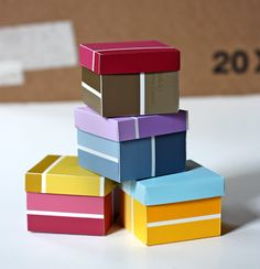 21 paint chip craft ideas - our local Home Depot has offered me HUNDREDS of chips from discontinued colors!