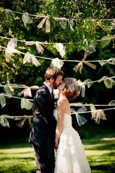 Organza-Garland-Wedding-Ceremony-Backdrop