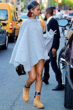 rihannanavyordie — hellyeahrihannafenty: Rihanna out in NYC