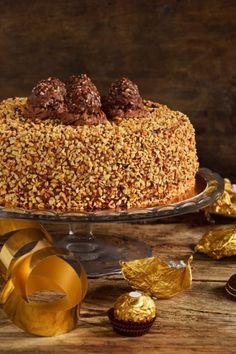 Torta Ferrero Rocher…per non farsi mancare nulla! Torta Ferrero Rocher, Rocher Torte, Donut Recipes, Easy Cake Recipes, Sweet Recipes, Nutella, Bolo Chiffon, Yogurt Cake, Savoury Cake