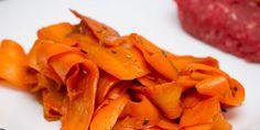 Tagliatelles de carottes à la sauce soja - Recette légère, parfumée et assaisonnée à la sauce soja qui rend les carottes fondantes et délicieuses.