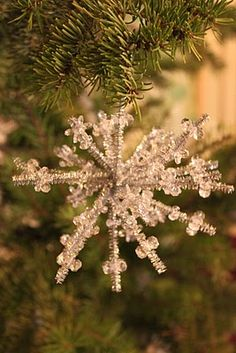 "TONS of handmade ornament ideas, including this ""Sparkle Snowflake""."