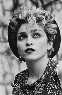 Malaga : Madonna, The Birth of the Myth - L'Œil de la Photographie Magazine Divas, Mtv, Madona, Madonna Pictures, Coiffure Hair, Icona Pop, 80s Trends, La Madone, Lady Madonna