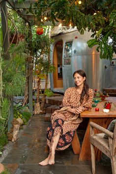 The Plant Whisperer - Slide Show - NYTimes.com My sister would LOVE this woman's garden home. Outdoor Life, Outdoor Spaces, Outdoor Living, Rv Living, Tiny Living, Simple Living, Glamping, Kombi Hippie, Airstream Living