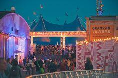 Flow Festival, Helsinki - Flow Festival on Helsingin Suvilahdessa elokuisin järjestettävä kaupunkikulttuuri- ja musiikkifestivaali. Festivaali panostaa visuaaliseen taiteeseen ja kaupunkikulttuuriin. Musiikki on monipuolista indierockista klubimusiikkiin. Ikäraja 18 vuotta.