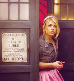 rose tyler in the TARDIS doctor who. I plan on perfecting my cosplay of this. Doctor Who 10, First Doctor, Eleventh Doctor, Rose And The Doctor, Watch Funny Videos, Billie Piper, I Miss Her, Rose Tyler, David Tennant