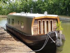 Cruise the Leicestershire waterways in boutique hotel style, with a romantic adventure aboard a Boutique Narrowboat for two. Barge Boat, Canal Barge, Canal Boat Hire, Canal Boat Interior, Barge Interior, Narrowboat Interiors, Shanty Boat, Houseboat Living, Lakefront Property