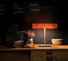 La lampe à poser I club de Burkhard Dammer. #lampeàposer #lampe #lamp #tablelamp #lighting #light #lzf #maisonespagnole #hom e #decoration #marron #bois #wood #naturalcherry