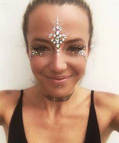 Festival Makeup Festival Make-up – AMR Festival Make Up, Rave Festival, Festival Hair, Festival Looks, Festival Gems, Festival Makeup Glitter, Glitter Party, Boho Festival Makeup, Face Gems