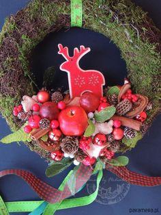 wianki-Wianek świąteczny na drzwi  z Rudolfem 27 cm