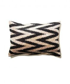 Black Zig Zag Velvet Ikat Pillow Linge, Coussins, Bazars, Taies D oreiller 4fe93b3e8a7
