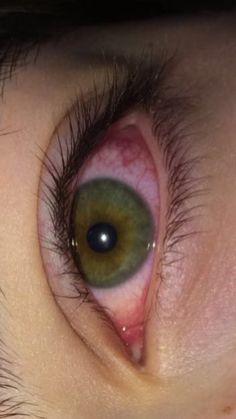 Aesthetic Eyes, Bad Girl Aesthetic, Aesthetic Photo, Aesthetic Pictures, Crying Eyes, Crying Girl, Fille Gangsta, Smoked Eyes, Red Eyes