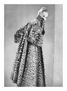 1956 fashion photograph by Michel Molinare Vintage Ladies, Victorian, Statue, Photograph, Dresses, Magazine, Women, Fashion, Photography