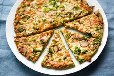 Cuketová pizza   Recepty.sk Mozzarella, Tofu, Food Swap, Vegetable Pizza, Quiche, Vegetarian Recipes, Food And Drink, Veggies, Low Carb