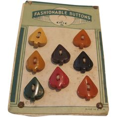 ¤ Bakelite Button Card Fashionable Buttons of 8 Spades. Made in USA.