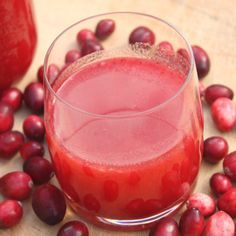 homemade cranberry juice is tart, flavorful, and so easy! Here's how to make cranberry juice at home. Raspberry Smoothie, Smoothie Drinks, Smoothie Recipes, Smoothies, Juice Recipes, Detox Drinks, Dairy Recipes, Margarita Recipes, Healthy Juices