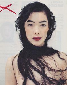 Cecilia Dean photographed by Mario Testino (1997).