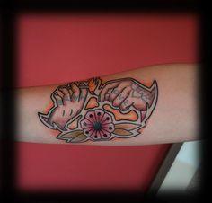 old school hands tattoo