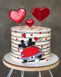 Bolo Mickey E Minnie, Minnie Mouse Cake, Art Birthday Cake, Whipped Cream Cakes, Geometric Cake, Friends Cake, Cake Delivery, Valentine Cake, Cute Desserts