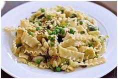 Fava Bean and Green Peas Mafalda Green Pea Salad, Green Peas, Pea Recipes, Fava Beans, How To Cook Pasta, The Fresh, Vegan Vegetarian, Stuffed Peppers, Eat