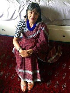 Here is Mita Roye in the red/blue Malkha rumaal, she calls the colour Plum... good idea Mita!