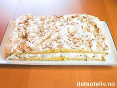 Verdens Beste | Det søte liv Norwegian Food, Scandinavian Food, Sweet Cakes, Pavlova, Sheet Pan, Cake Recipes, Sweet Treats, Deserts, Food And Drink