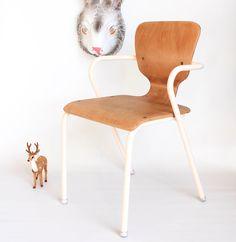 Petite chaise vintage leshappyvintage.fr