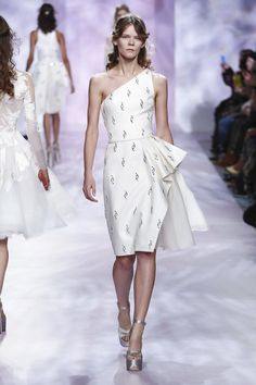 Goerge Chakra Couture Spring Summer 2017 in Paris Live Fashion, World Of Fashion, Fashion Show, Women's Fashion, Fashion News, Georges Chakra, Women's Runway Fashion, Couture Fashion, Elegant Dresses