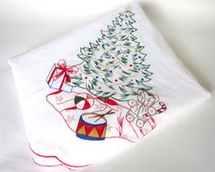Vintage 88-inch Oval Embroidered Christmas Tablecloth