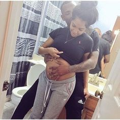 me💗 - African goals - Fashion, Couple Relationship Pictures, Couple Goals Relationships, Relationship Goals Pictures, Cute Family, Baby Family, Family Goals, Black Couples Goals, Cute Couples Goals, Pregnancy Goals