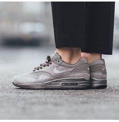 Nike Airmax 1 x Essential Wmns  Girls, would you ROCK these?  #airmaxdrops Buy Nike Shoes, Nike Shoes Outlet, Nike Free Shoes, Cheap Nike Roshe, Nike Running, Nike Free Runs, Air Max 1, Nike Air Max, Nike Fashion